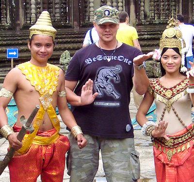 В храме Ангкор Ват. Cover
