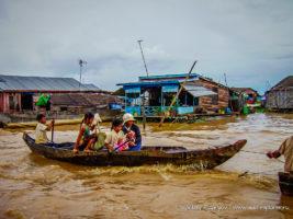 Лодка на реке в Камбодже