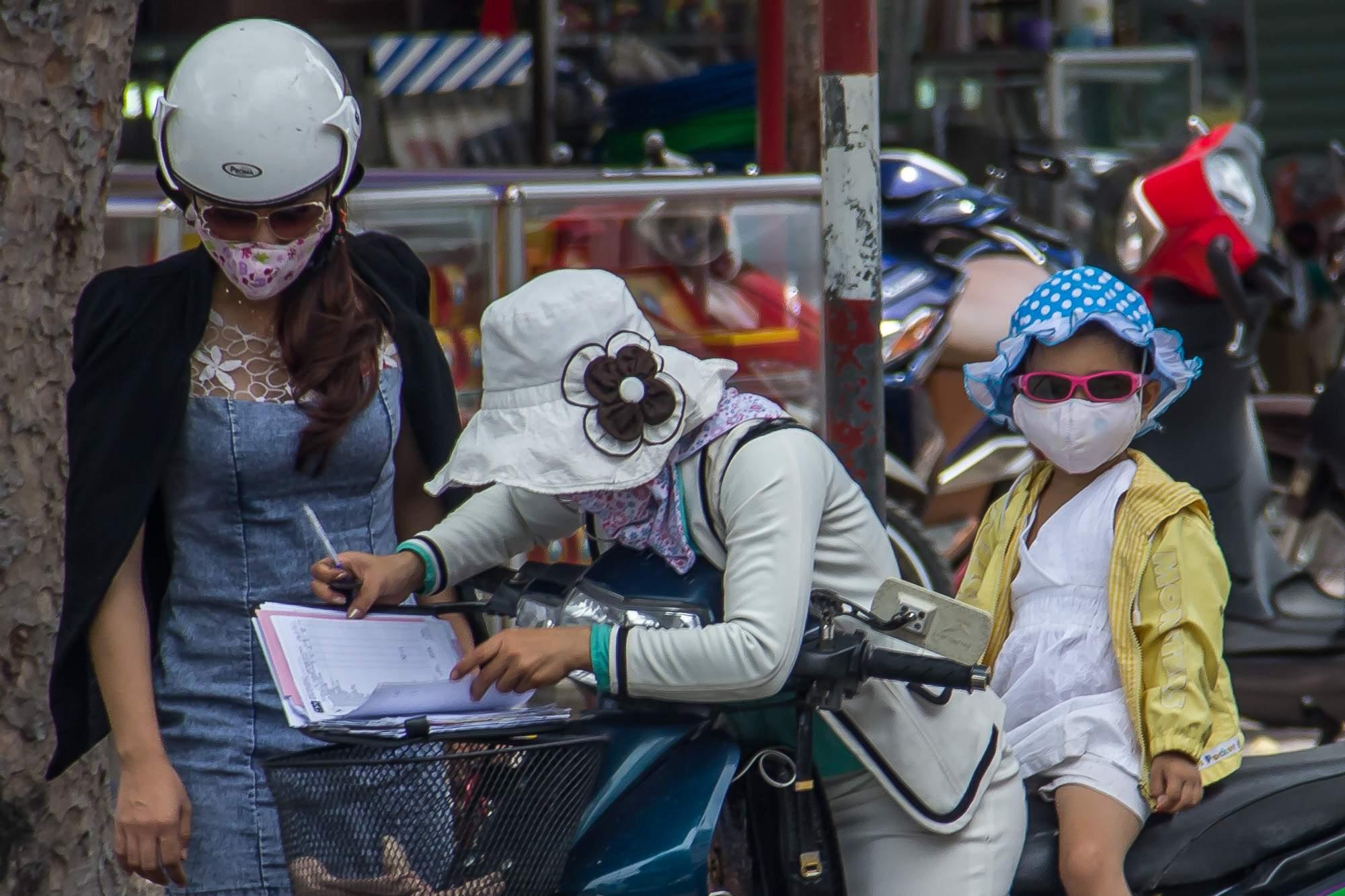 Азиатки в масках